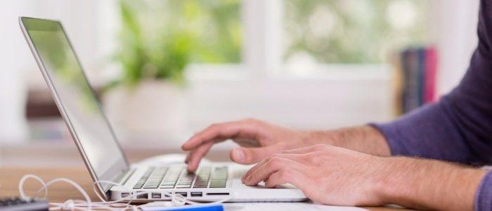 Cum diminuam consumul bateriei la laptop?