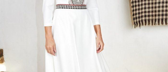 Ce elemente contine costumul popular feminin romanesc?