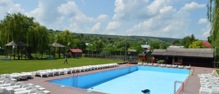 Cum a aparut piscina comunitara mare si alte lucruri interesante despre piscina