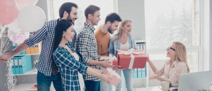 Ce cadou alegi pentru colegul de la birou?